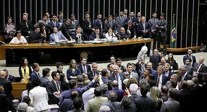 Deputados votaram por suspender denúncia contra o presidente Michel Temer