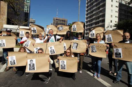 Manifestantes em protesto contra a corrupção