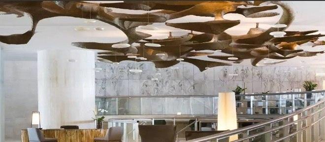 Luminária de papel machê esculpida por Pedro Corrêa de Araújo tem 12 metros