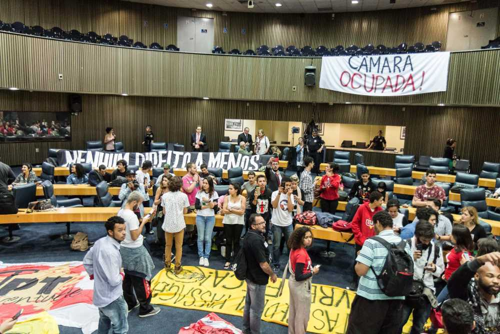 Grupo ocupa plenário da Câmara Municipal de SP contra privatizações