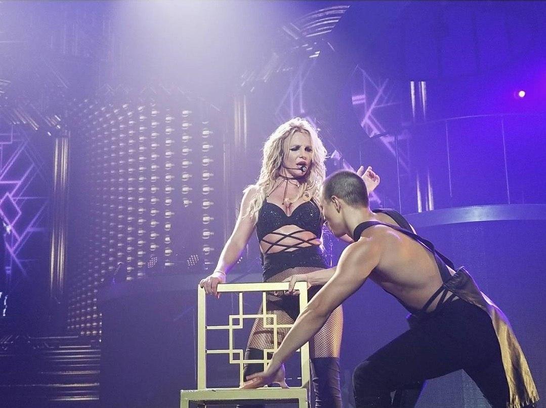 Homem invade palco durante show de Britney Spears