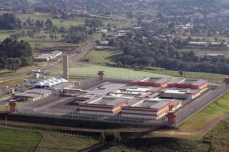 Penitenciárias federais gastaram R$ 3 mi em comida. Em datas comemorativas, presos ganham chocolate e torta