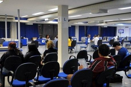 O governo convoca 22.057 aposentados para reavaliação médica