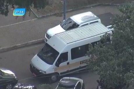 Van escolar foi levada com duas crianças dentro