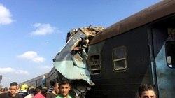 Colisão de trens deixa dezenas de mortos e feridos no Egito