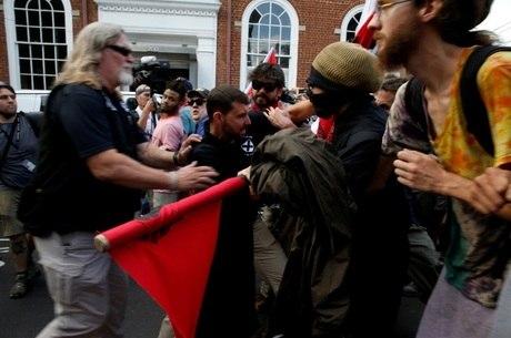 Grupos entraram em confronto na cidade de Charlottesville, no estado americano de Virginia