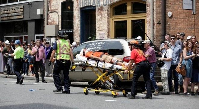 Fotos mostram grupos de resgate atuando no local onde ocorreu o atropelamento
