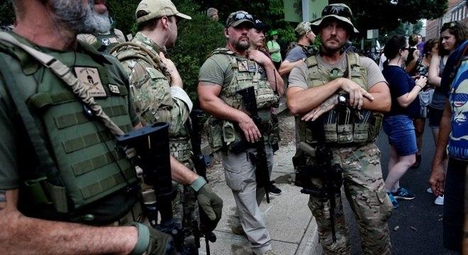 Grupos de extrema-direita gritaram palavras de ordem contra negros, imigrantes, homossexuais e judeus