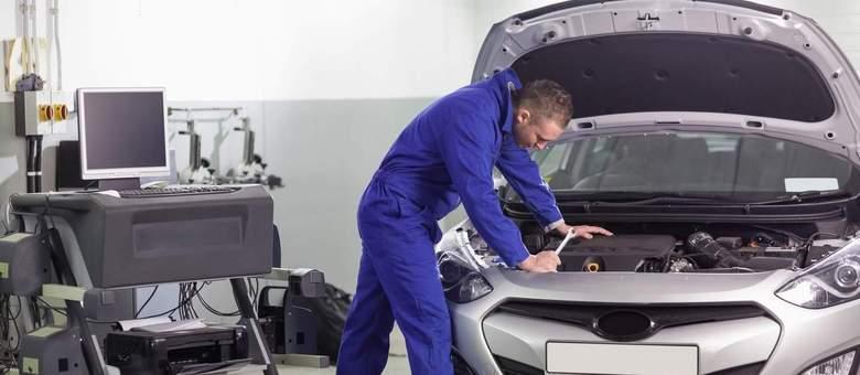 Quem não entende tanto de carro deve levar um mecânico de confiança para avaliar a compra