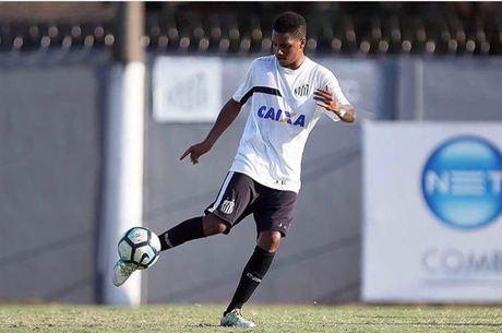Joia da base desperta interesse no Ajax e pode deixar Santos a custo ... fb0f08878159f