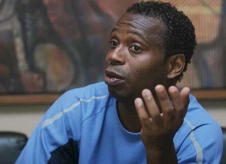 Ex-jogador Edilson Capetinha é preso por não pagar pensão