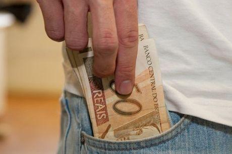 Só 2,1% dos lares tiveram renda alta no 1º trimestre