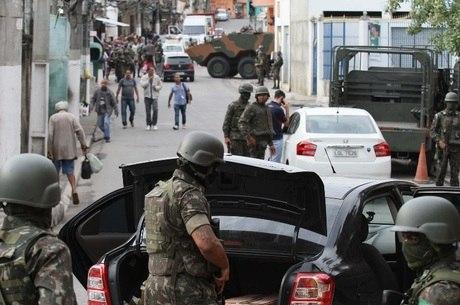 Forças Armadas e polícia fazem operação no Rio