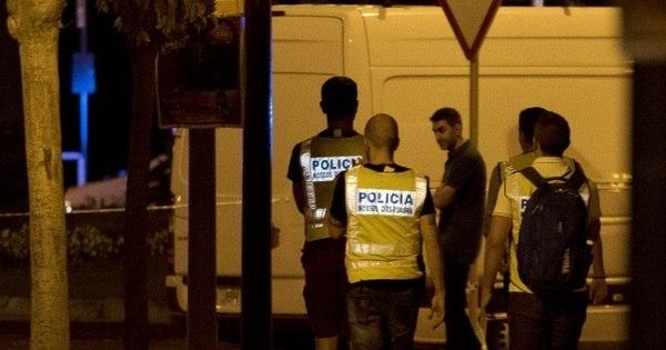 Vídeo mostra momento em que suspeito é morto por polícia em Cambrils, na Espanha