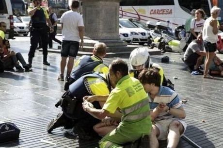 Pelo menos 14 pessoas morreram e outras 100 ficaram feridas no atentado