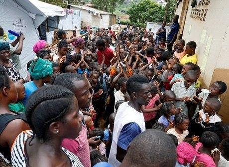 Sobe para 467 o número de mortes após deslizamentos em Serra Leoa