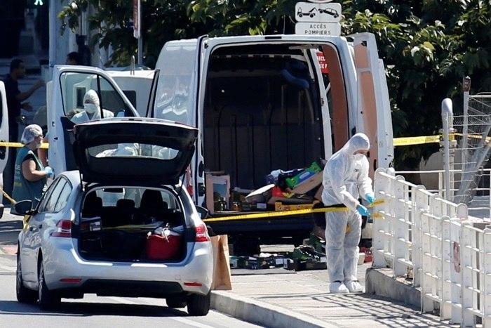 Marselha. Carro embate contra paragens de autocarro e faz um morto