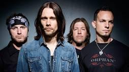 Parceiro de Slash fala sobre os suicídios de Chester Bennington e Chris Cornell ()