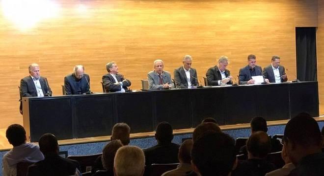 Tite, Parreira, Falcão, Zico, Mancini, Luxemburgo e outros se reuniram na CBF