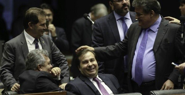 Câmara dos Deputados analisa retirada de pauta da reforma política