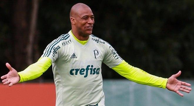 Médico do Palmeiras descarta aposentadoria de Jailson