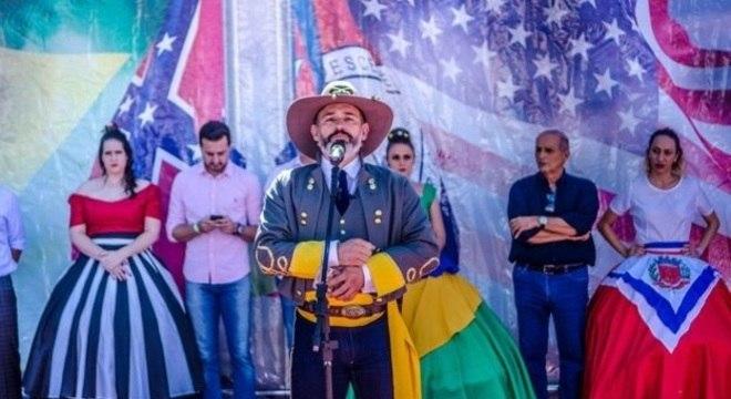 'Não somos racistas. Para nós, a bandeira confederada significa família e história', diz o presidente da associação