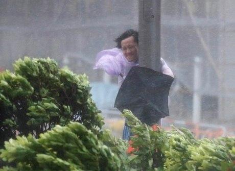 Após passar por Hong Kong,<br />tufão Hato mata três em Macau