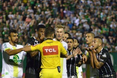 Vitória contra a Chape fez Corinthians se aproximar cada vez mais do título