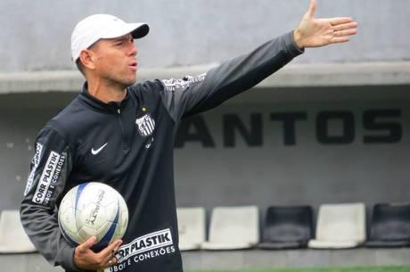 Kleiton Lima comanda Santos B na Copa Paulista