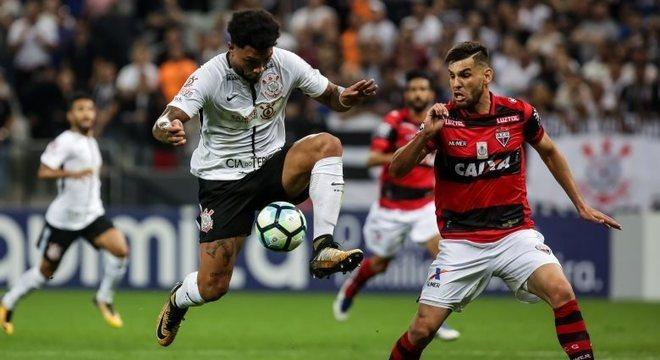 Kazim ganhou oportunidade, mas não agradou torcida do Corinthians