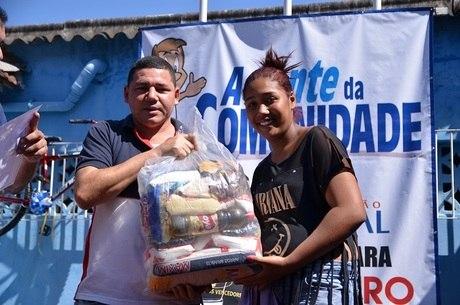 Foram atendidas aproximadamente 7 mil pessoas, com distribuição de 780 cestas básicas para a famílias carentes