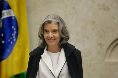 Cármen Lúcia quer que ministro fale sobre suspeição