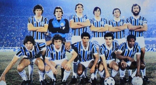 Renato Gaúcho (primeiro agachado à esquerda) era a principal estrela gremista