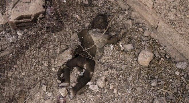 Bebê foi fotografado morto em um dos últimos redutos ocupados pelo grupo extremista Estado Islâmico na cidade de Mossul, no Iraque