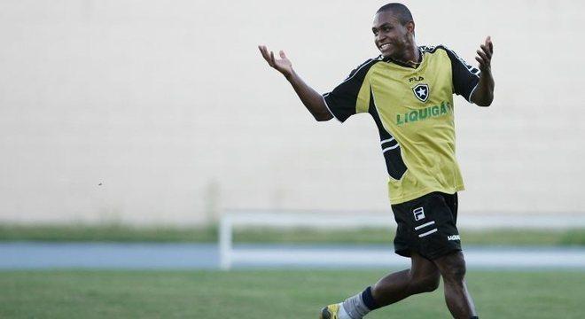 Jobson, ex-Botafogo, está suspenso pela Fifa até março de 2018 por uso de cocaína