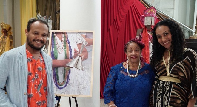 O fotógrafo baiano Uran Rodrigues e a ministra dos Direitos Humanos, Luislinda Valois, em Newwark (EUA)