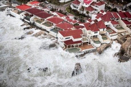 Furacão Irma deixou rastro de destruição no Caribe e segue para a Flórida
