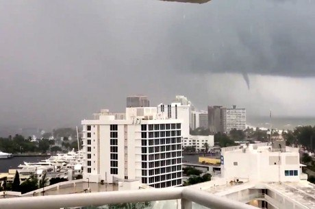 Ponta do tornado é visto em Fort Lauderdale
