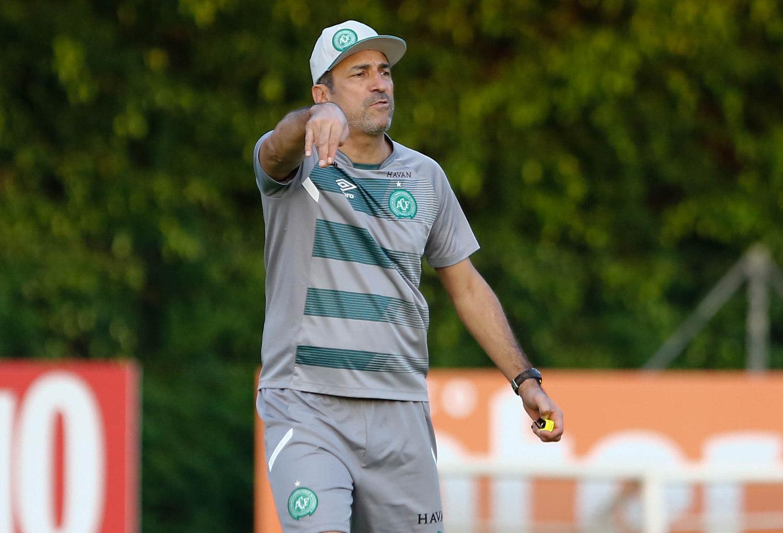 Após série negativa, Chapecoense demite o técnico Vinícius Eutrópio