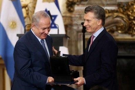 Netanyahu é recebido por Macri em Buenos Aires