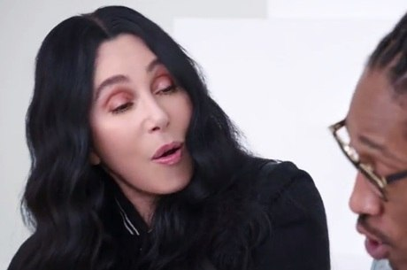 Cher divide a cena com o rapper Future na nova campanha da Gap