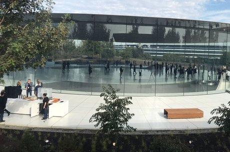Fachada do prédio onde o iPhone X foi lançado