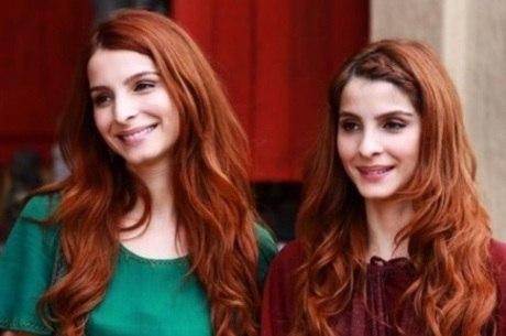 Giselle atua ao lado da irmã gêmea, Michelle, e é ruiva na novela