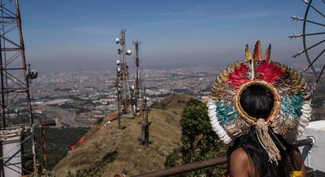 Índios ocupam o pico do Jaraguá contra revogação de demarcação de terra