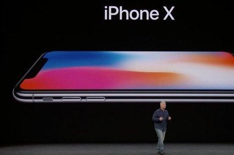 Laçamento do iPhone X na Califórnia: aparelho exibe, de ponta a ponta, uma tela sem botões