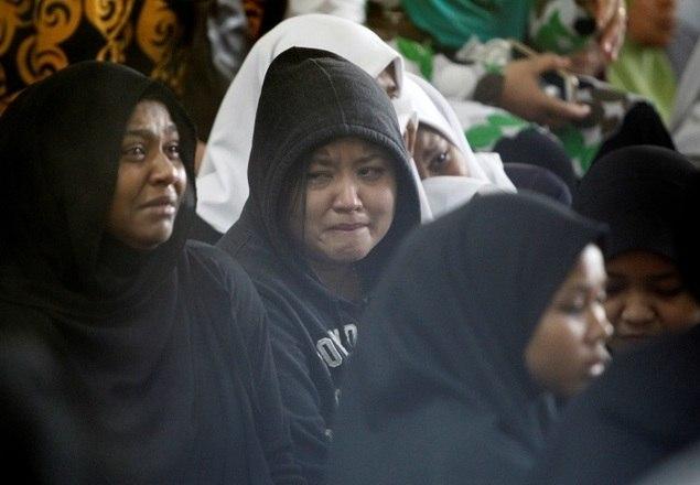 Pelo menos 24 pessoas, entre alunos e professores, morreram após um incêndio atingir uma escola na cidade de Kuala Lumpur, na Malásia, na manhã de quinta-feira (14). As informações são das redes de notícias BBC e CNN