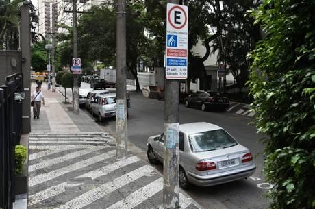João Doria diz que vai aumentar fiscalização em vagas preferenciais