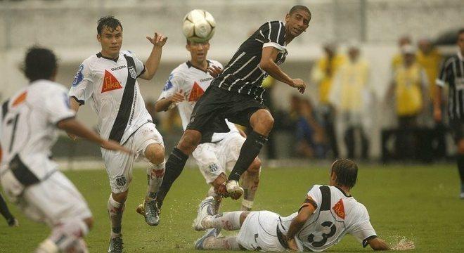 Com a camisa do Corinthians, Acosta não rendeu o mesmo dos tempos de Náutico