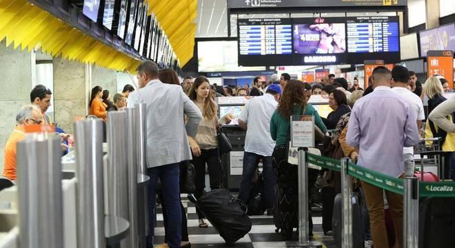 Passagens aéreas subiram 21,3% no mês