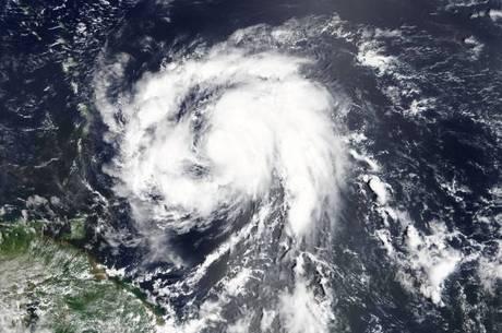 Furacão Maria intensificou sua força e foi elevado para a categoria 4